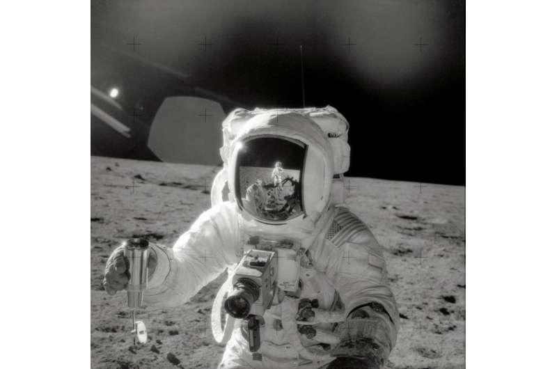 New NASA study reveals origin of organic matter in Apollo lunar samples