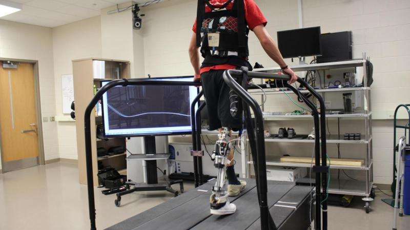 New tech automatically 'tunes' powered prosthetics while walking