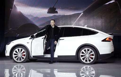 Tesla's autopilot lets cars drive, change lanes themselves
