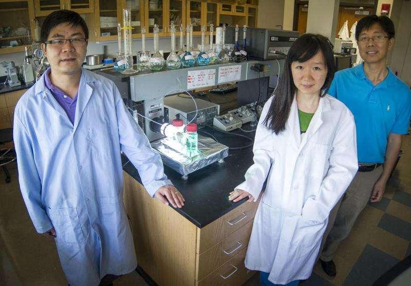 UT Arlington team develops new storage cell for solar energy storage, nighttime conversion
