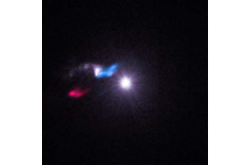 Astronomers use light from X-ray source to study nearby stellar cloud