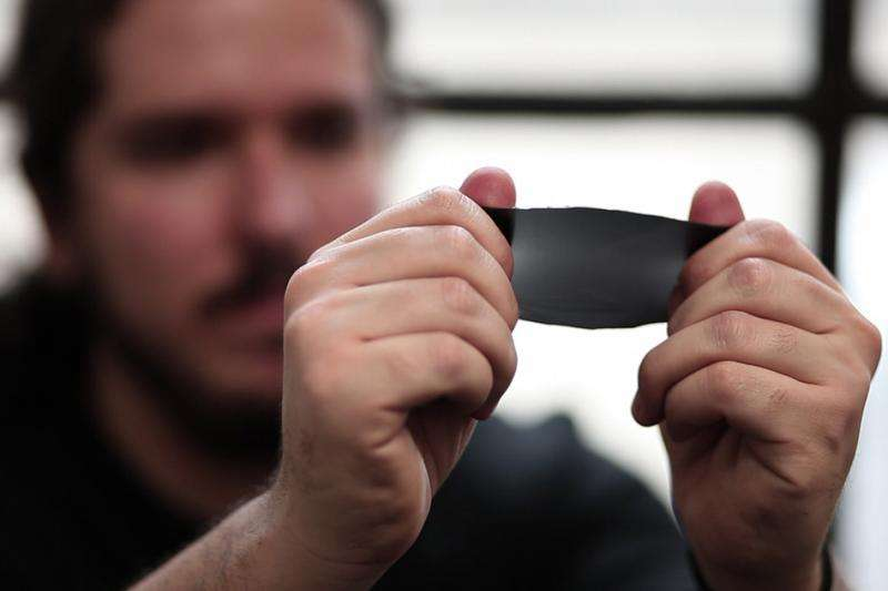 Material may offer cheaper alternative to smart windows