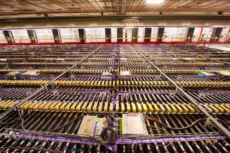 Probing the transforming world of neutrinos