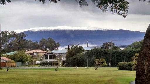 Snow blankets Hawaii summits amid winter storm warning