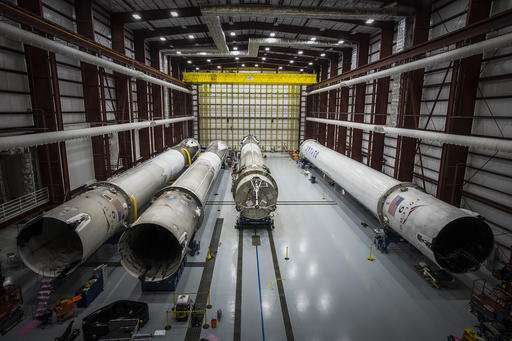 SpaceX gets taker for 1st flight of recycled rocket