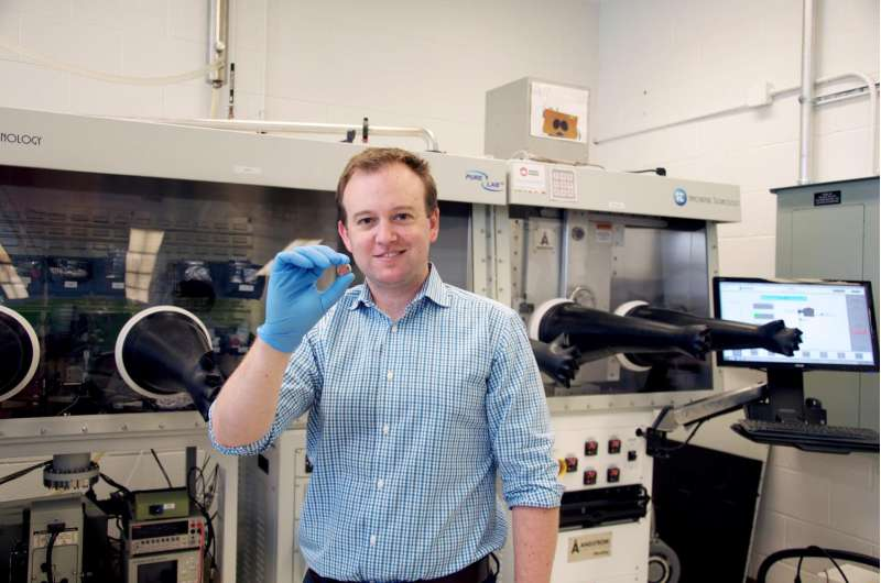 University of Toronto chemists create vitamin-driven battery
