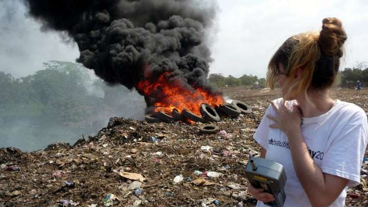 Indian roadside refuse fires produce toxic rainbow