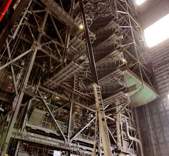 Major overhaul of VAB for NASA's SLS Mars rocket reaches halfway point with platform installation