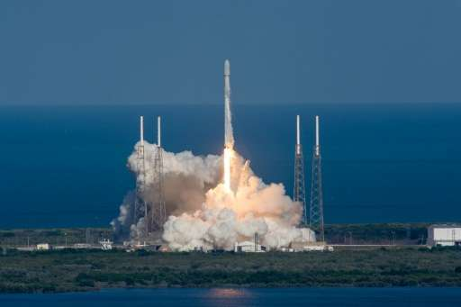 SpaceX's Falcon 9 rocket, carrying the Thaicom 8 satellite, lifts off from Cape Canaveral, Florida on May 27, 2016