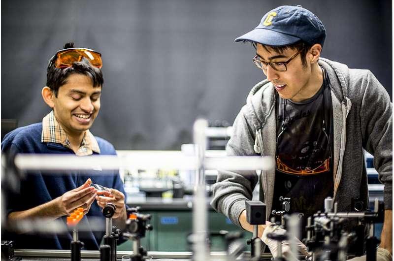 UW team first to measure microscale granular crystal dynamics
