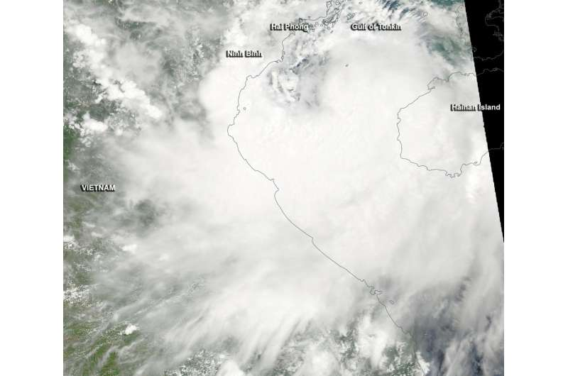 NASA sees Tropical Storm Mirinae approaching landfall