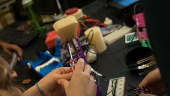 Students design force-testing device for makers of children's 3-D printed prosthetics