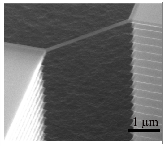 Fabrication of silicon nanowires bridging thick silicon structures