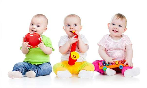 Babies' first gestures are a key sign of how they'll talk