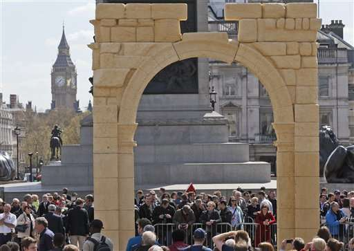Syria's Palmyra arch, destroyed by IS, recreated in London