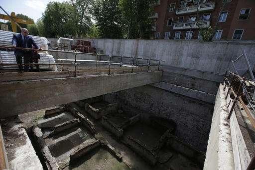Rome metro line runs into Roman barracks and burial ground