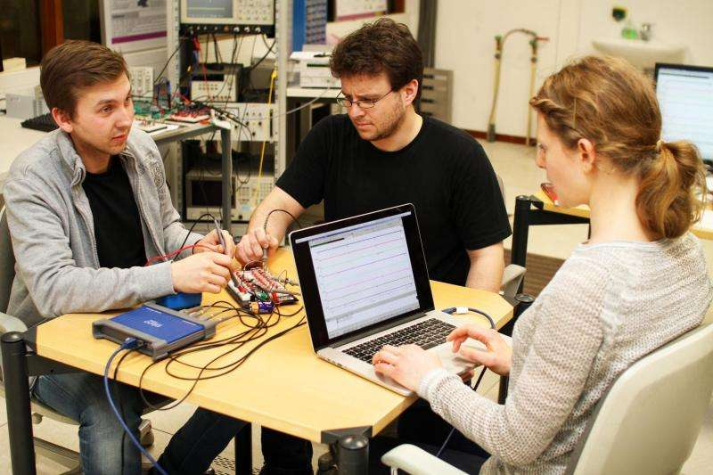 Research team reproduces major functional principles of the brain using technology