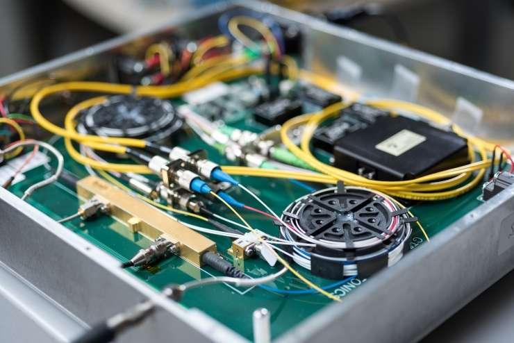 Applying photonics to electronic warfare challenges