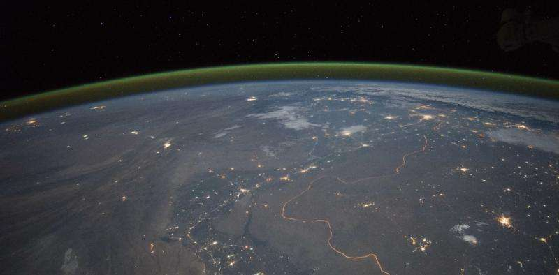Beautiful green 'airglow' spotted by aurora hunters – but what is it?
