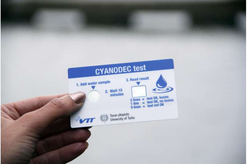 Biodegradable quick test reveals blue-green algae toxins in swimming water