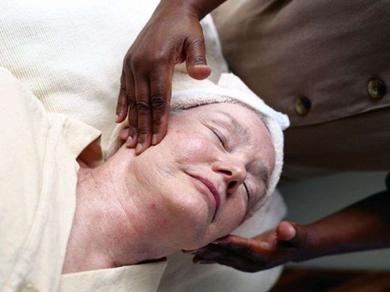 Chemodermabrasion better than chemical peels alone