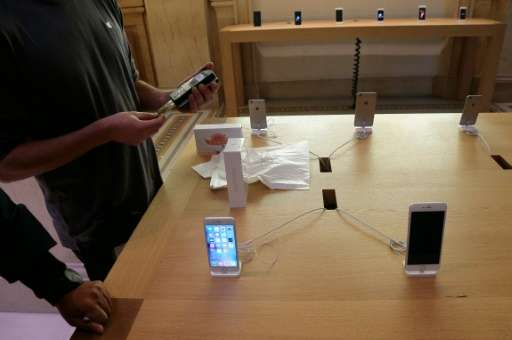 Clients purchase the iPhone 6s on the day of its official launch, on September 25, 2015 at an Apple store in Paris