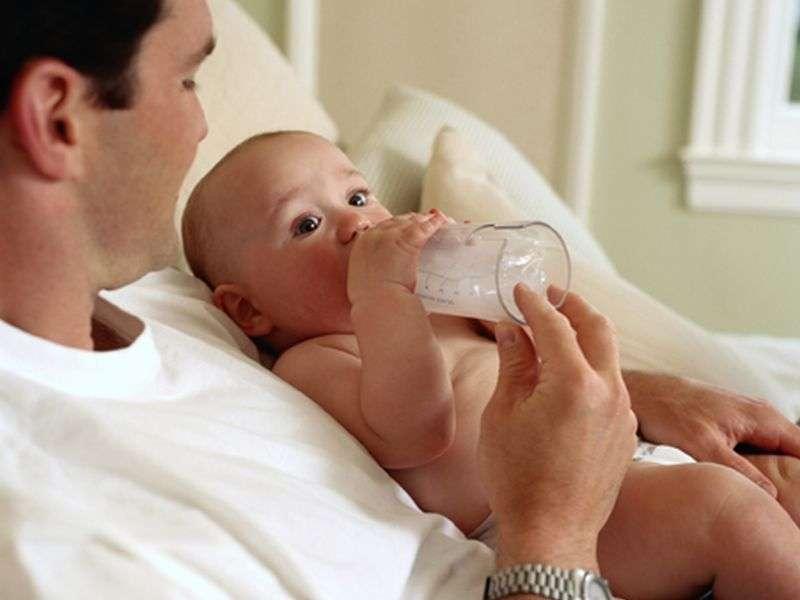 Do big bottles kickstart infant weight issues?