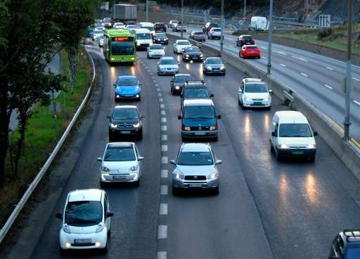 Electric cars heading for Oslo crowd the bus lane (L) during the morning rush hour on the E-18 road in Hoevik on August 19, 2014