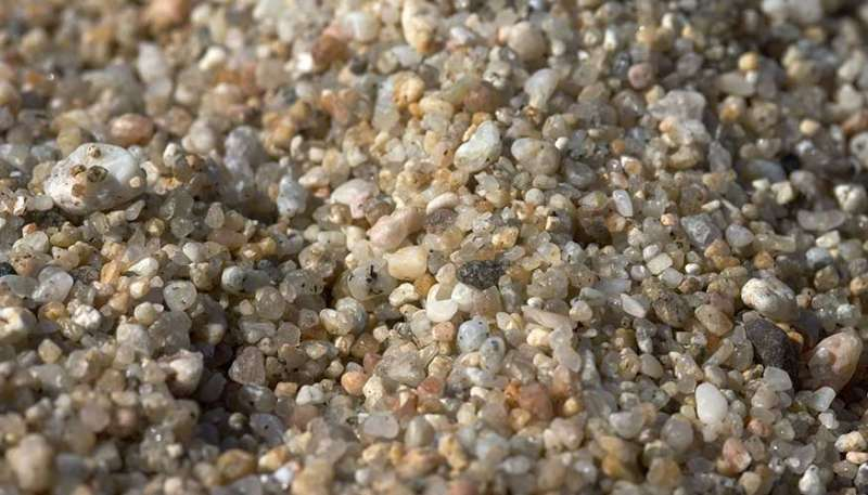 Feeling the force between sand grains