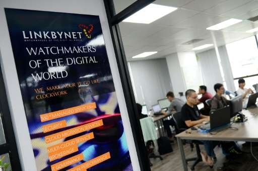 French President Francois Hollande applauded Vietnam's IT sector during his visit to Linkbynet, which was founded in a garage in