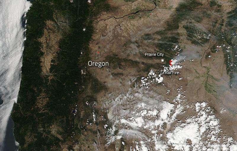 Image: Rail fire in Oregon still burning bright