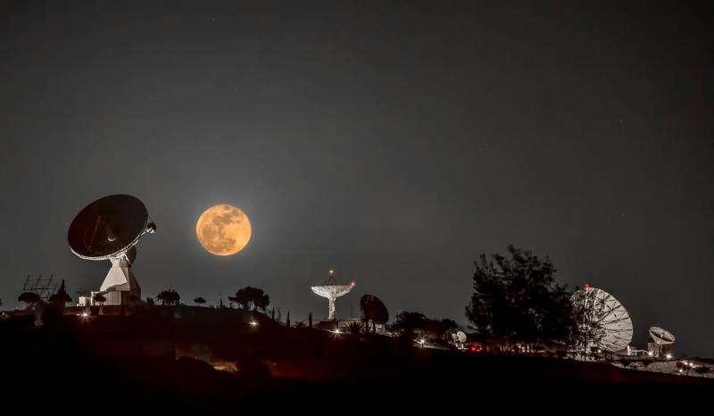 Image: Winter moon
