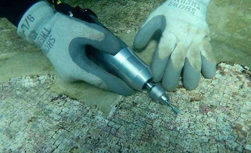 Light and manganese to discover the source of submerged Roman marble