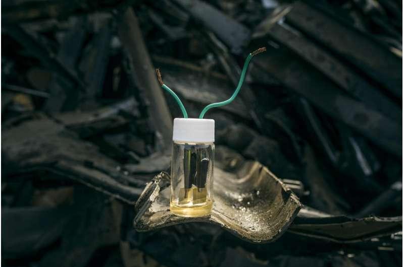 Making high-performance batteries from junkyard scraps