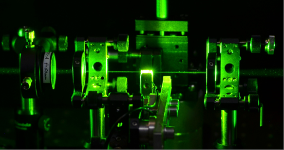 New approach to ultra-pure frequency lasers