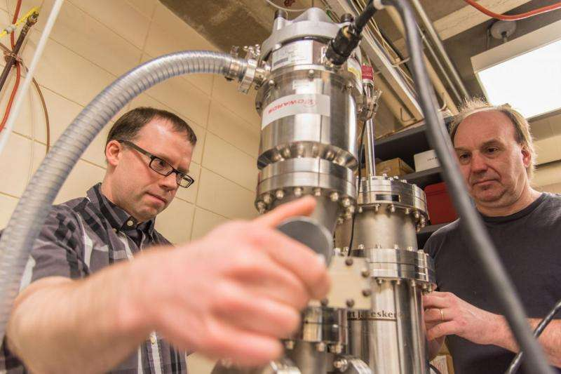 New use for X-rays: A radar gun for unruly atoms