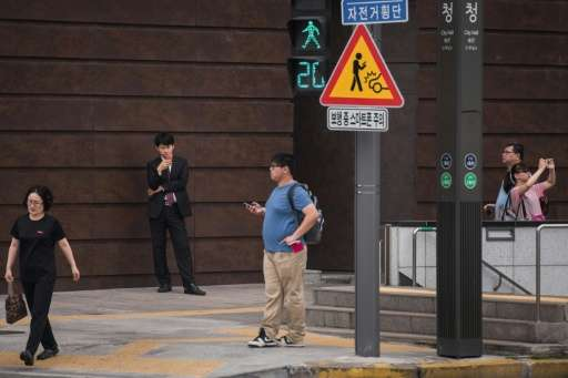 Officials in Seoul, the most wired city in the world, have launched a pilot campaign hoping fresh warning signs will help keep p