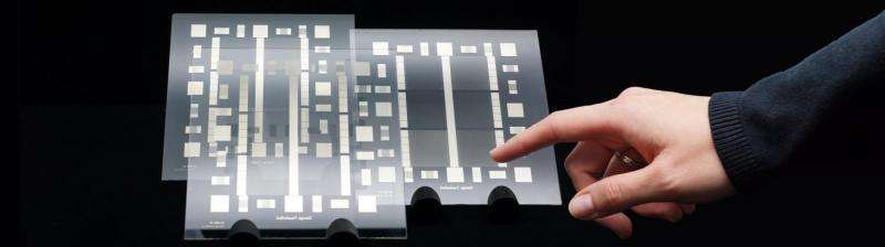 Photochemical metallization allows the manufacture of touchscreens in a single step