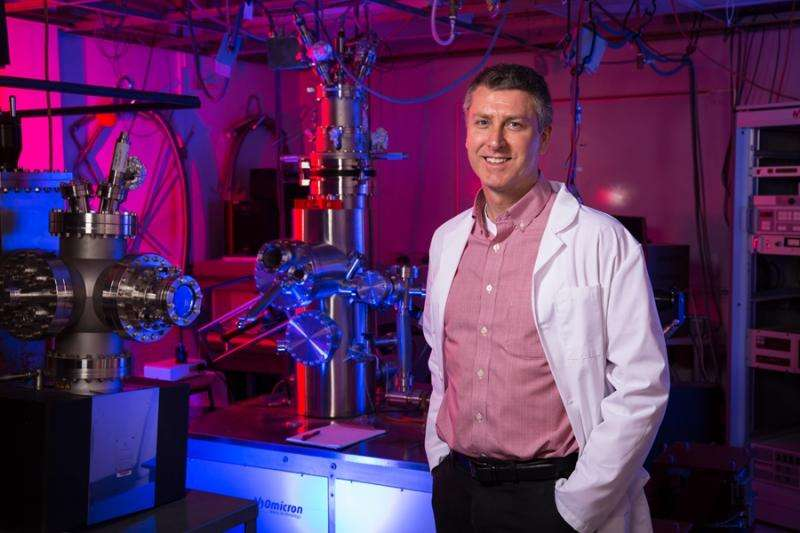 Physicists observe spontaneous mechanical buckling in freestanding graphene
