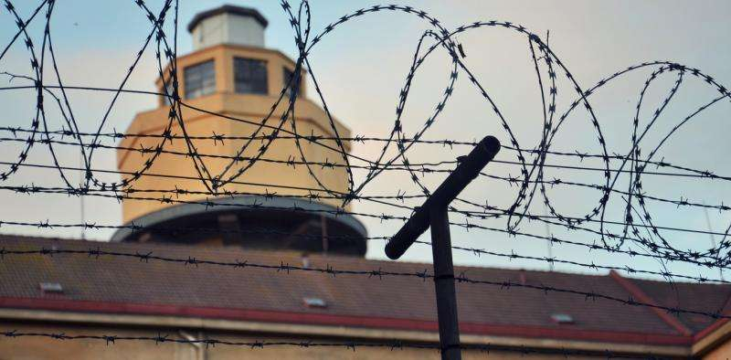Prisons need better drug treatment programs to control infectious diseases