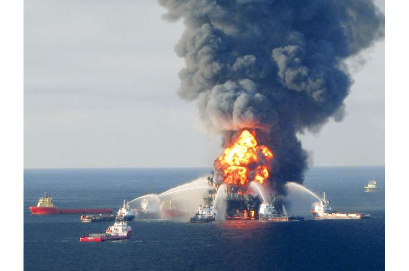 Response Crews Battle Deepwater Horizon Oil Rig Rire