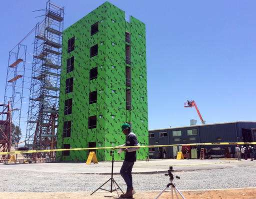Six-story building put to earthquake test (Update)