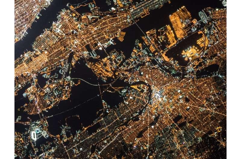 """Smart cities vs """"locked-in"""" cities"""