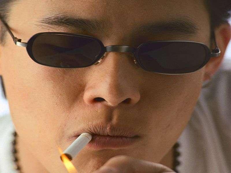 Smoking bans may keep young men from heavy smoking