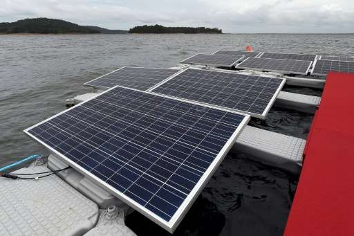 Solar power capacity worldwide rose by 37 percent in 2015