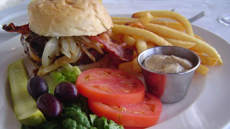 Study: Restaurants not good at explaining risks of undercooked meat to customers