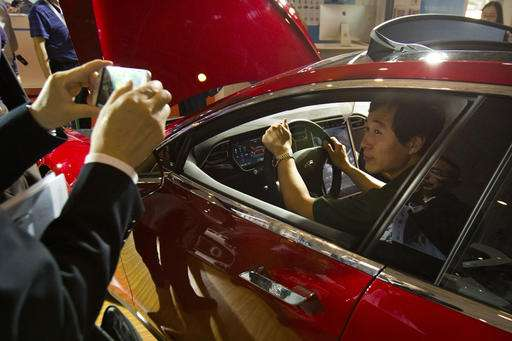 Tesla update halts automatic steering if driver inattentive