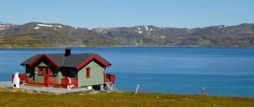 Three of the 10 new Arctic drilling licenses, which consist of 40 blocks in total, are in the immediate vicinity of Norway's mar