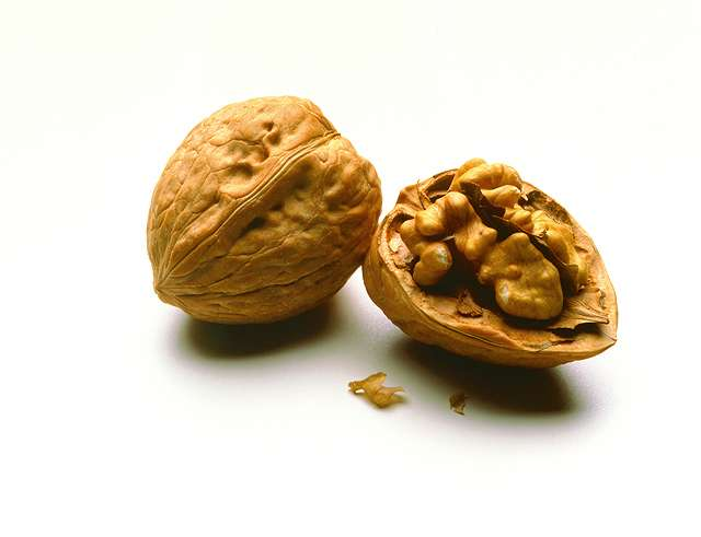 Walnuts lower in calories than label suggests
