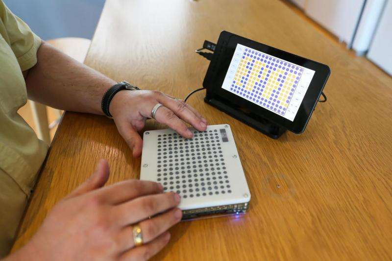 A touchable tablet to guide the visually impaired